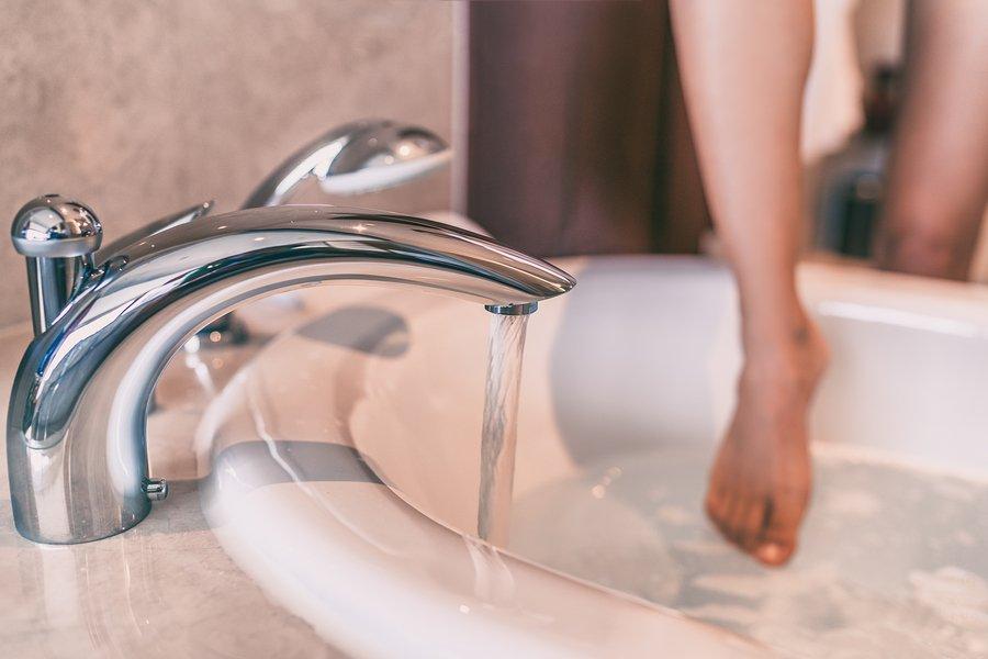 Hot water bath dries skin